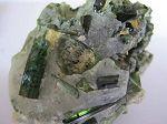 Tourmaline verte dans quartz